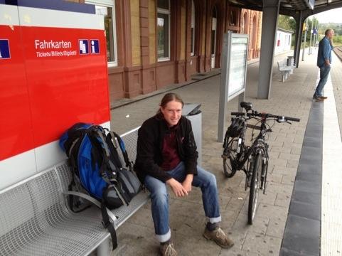 Mit Fahrrad am Bahnhof Zweibrücken