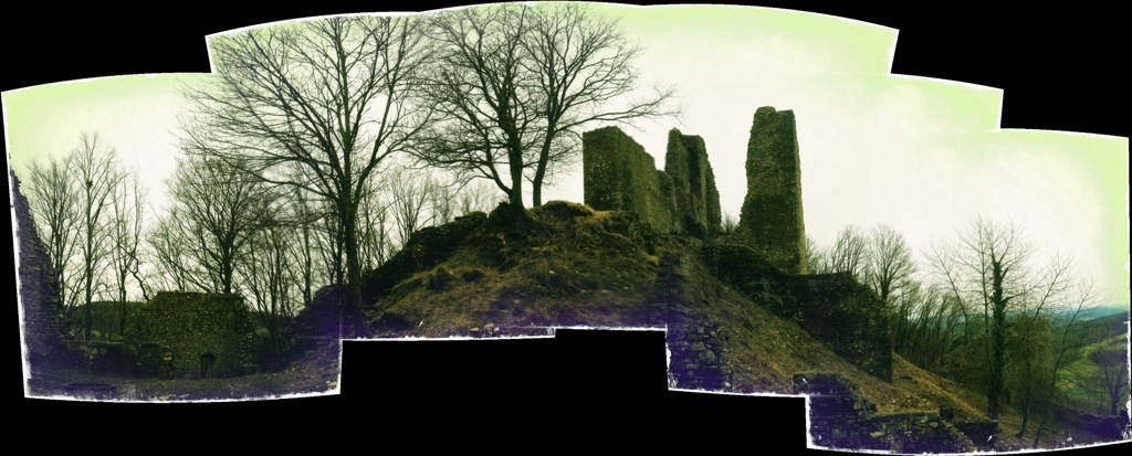 Hipstamatic-Autostitch Panorama der Ruine Schenkenberg im Aargau