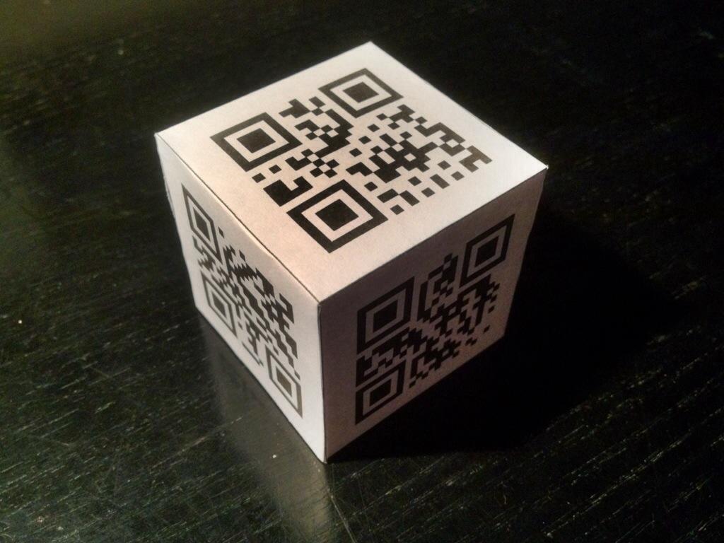 Würfel mit QR-Codes statt Zahlen.