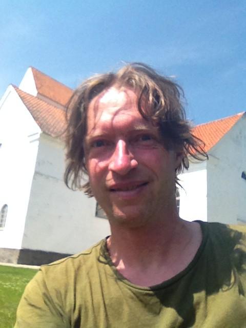 Selfie vor Kirch Fjälkestad