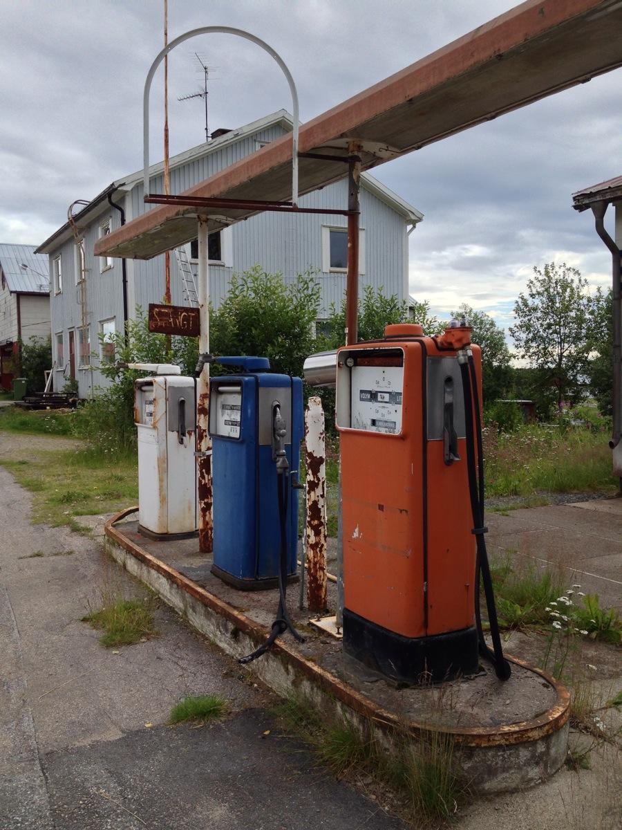 Seit 20 Jahren zu. Drei Zapfsäulen in Glommersträsk/Lappland