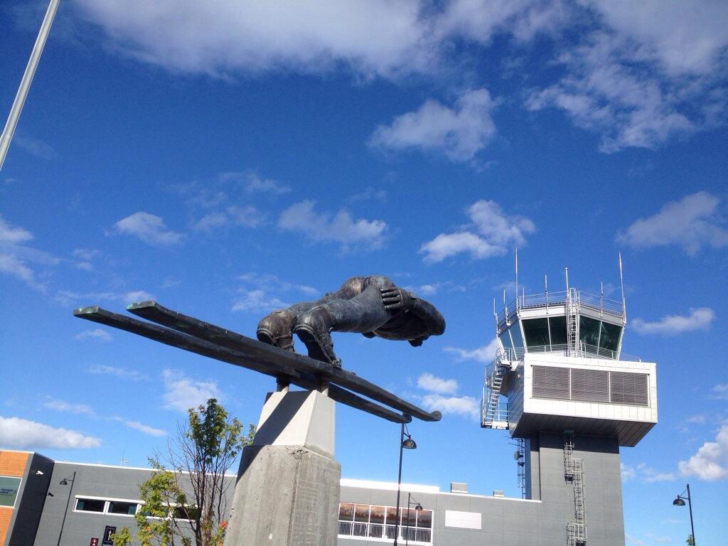 Am Flughafen Alta | Denkmal für Bjørn Wirkola