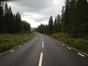 Straßenbild der Kunststraße zum Nordkap