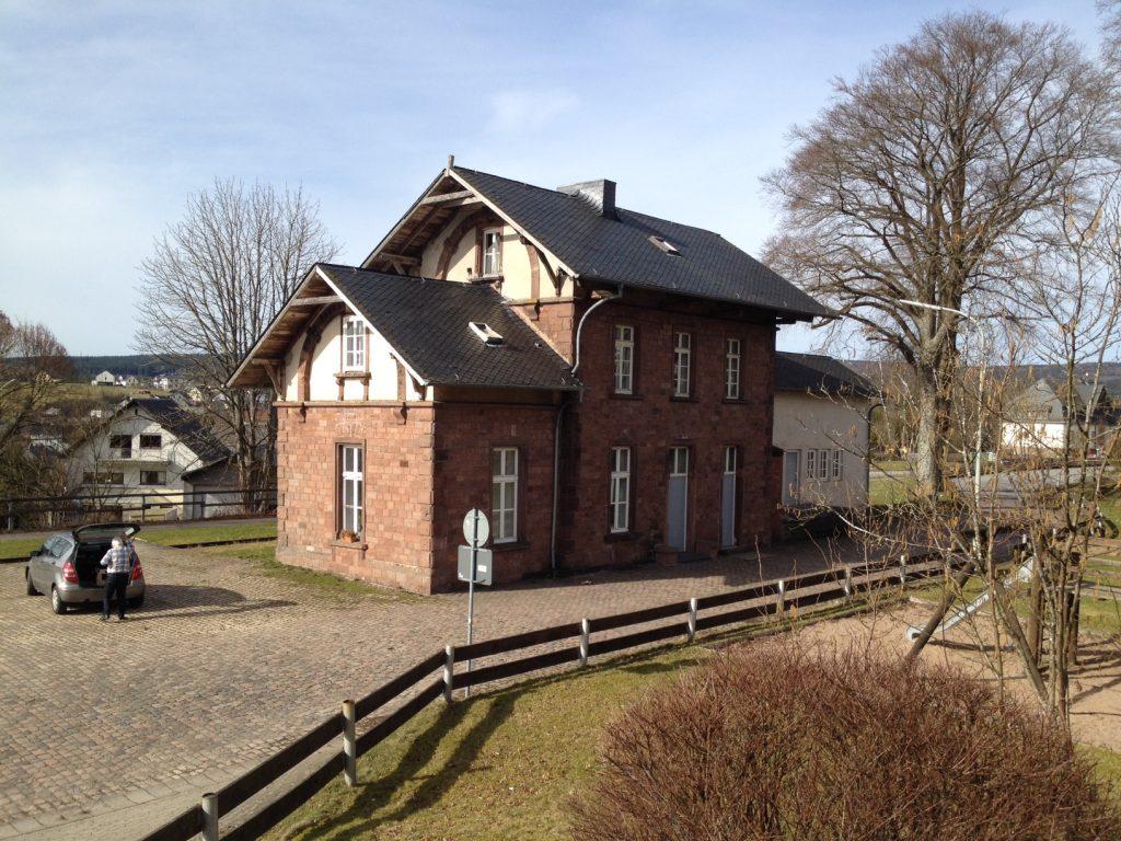 Alter Bahnhof am Bahntrassenweg Ruwer-Hochwald, der von Trier nach Hermeskeil führt.