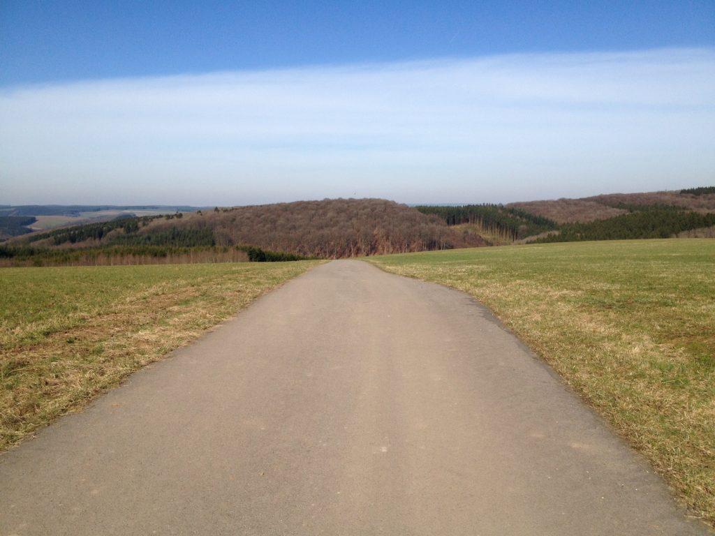 Blick nach Belgien über das Ourtal bei Lützkampen