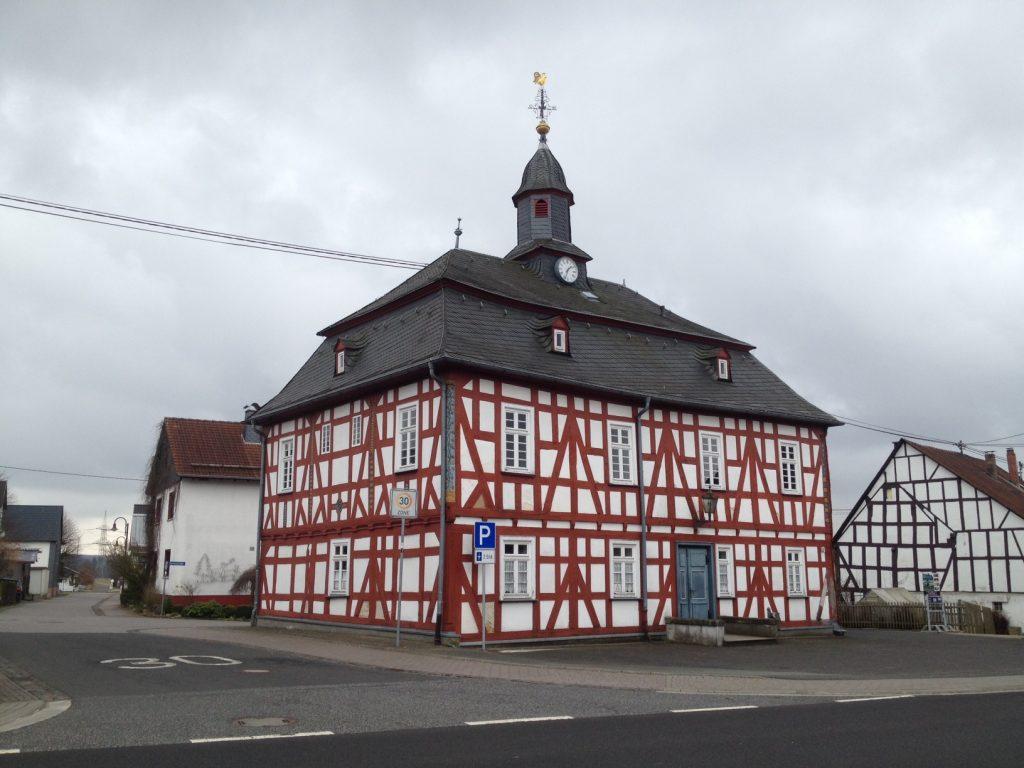 Altes Rathaus in Rehe an der Fuchskaute im hohen Westerwald.