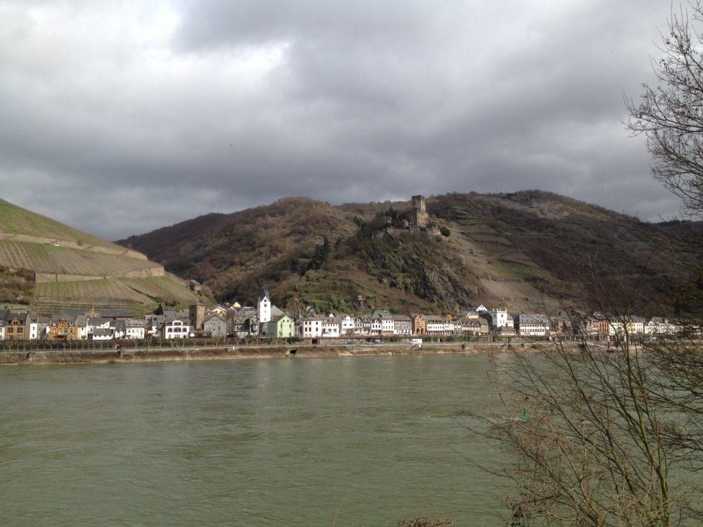Rheinpanorama. Vielleicht Burg Katz oder Burg Maus?