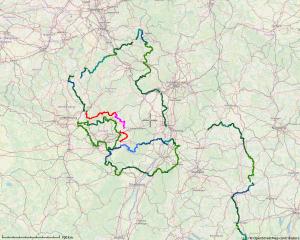 Landkarte mit den Konturen der grenznahen Radwege rund um Rheinland-Pfalz, Saarland, dem Tourismus-Konstrukt Paminaland (Pfalz, Nordelsass, Mittlerer Oberrhein), sowie nahe der Westgrenze Bayerns von etwa Würzburg bis Lindau. Zwischen den Linien entstehen neue Flächen.