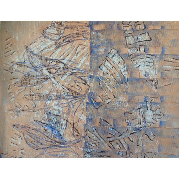 Abstrakte Pastellzeichnung mit flügelartigen Strukturen weiß, hellblau auf Ockerfarben.