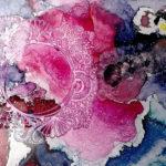 Feine Strukturen in Violett bis blau wirken wie unters Mikroskop gelegte Nahbetrachtungen einer winzigen Welt.