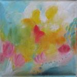 Abstraktes Blumengemälde mit viel Gelb und roten Tupfern.