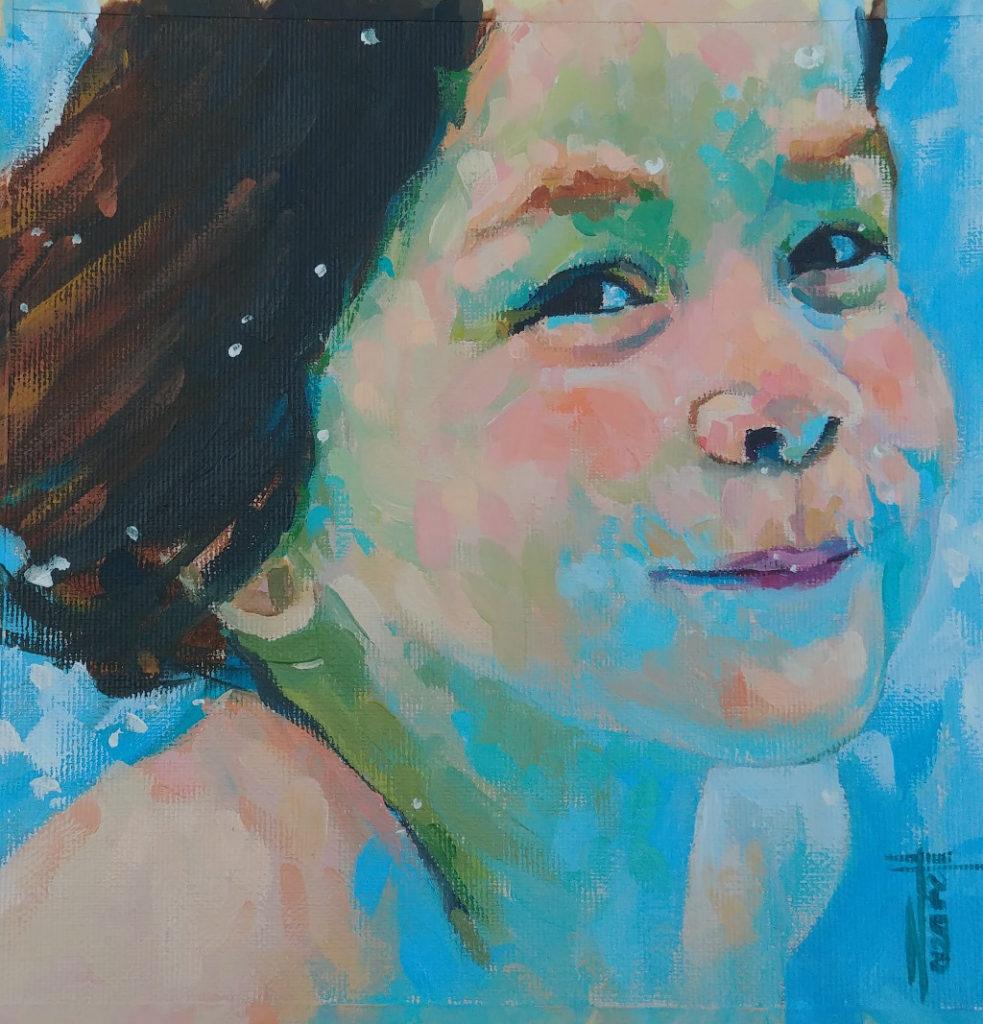 Ein Portrait eines Mädchens, fleischfarben vor hellblauem Grund mit freundlichen Augen im Halbprofil.