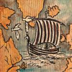 Ein Wickinger-Schiff zwischen ockerfarbenen Felsenklippen auf rauer Leinwand.