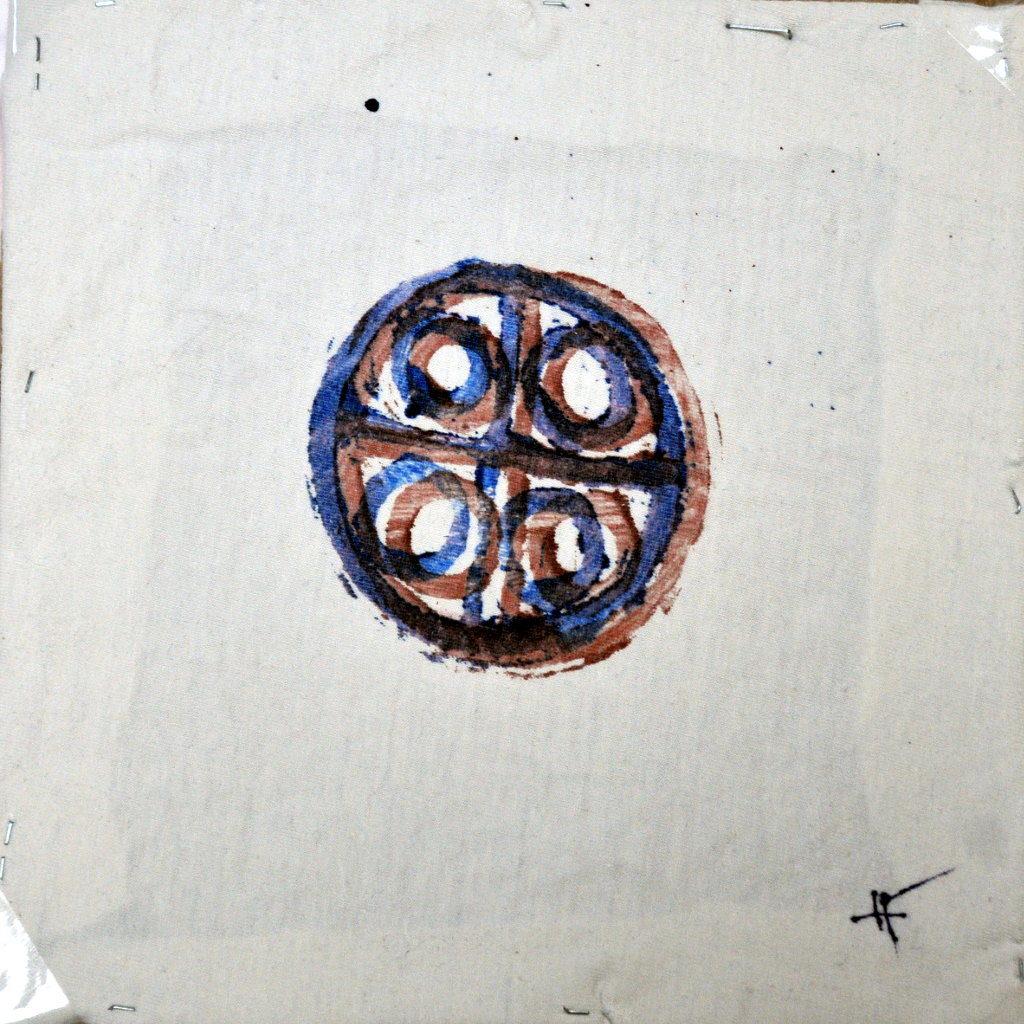 Ein Zeichen mit vier Kreisen um ein Kreuz in einem großen Kreis.